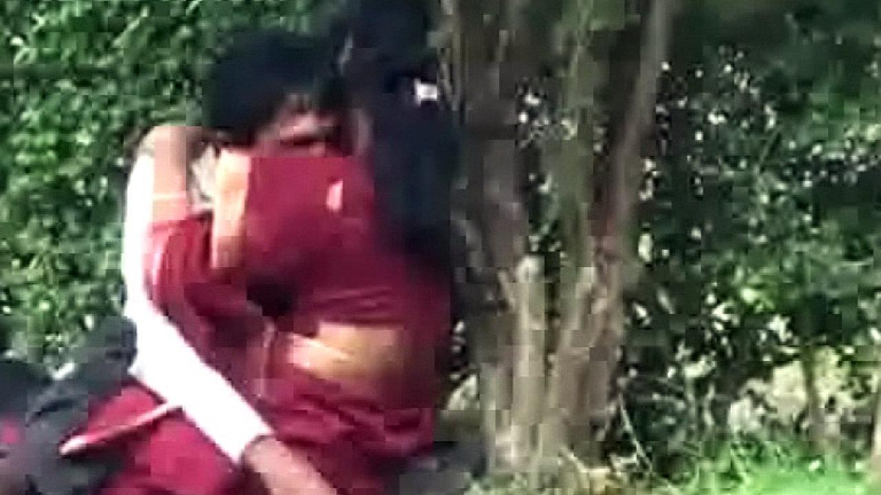 Desi uttar pradesh lucknow sexy girl khule meh chudai - 1 part 10