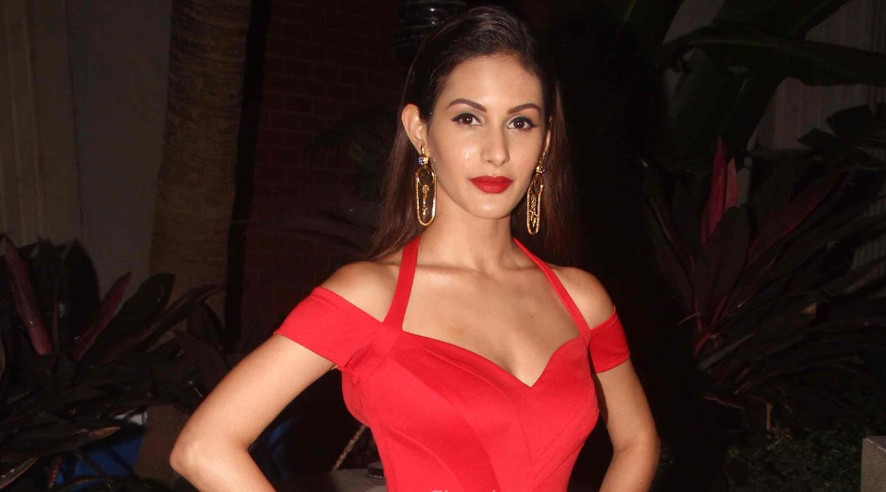 Amyra Dastur becomes love interest in psychological ...