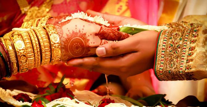 Friends, Groom, Petrol, Wedding gift, Five liter petrol, TN groom, Newly wed wife, Chennai, Tamil Nadu, Regional news, Weird news, Offbeat news
