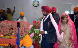 Pakistani woman, Pakistani girl, Kiran Sarjeet Kaur, Parvinder Singh, Indian man, Indian man ties knot with Pakistani woman, Pakistani girl travels by Samjhauta Express, India and Pakistan, Patalia, Punjab, Haryana, Bride and groom, Offbeat news, Weird news