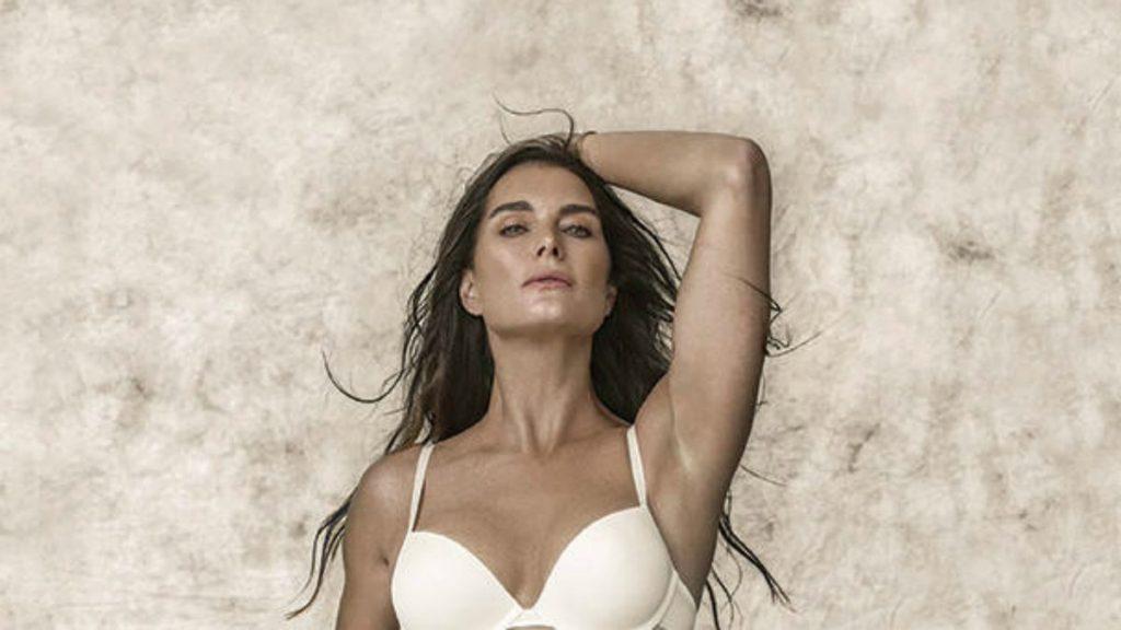 Brooke Shields strips down cloths for advertisement - Aaj