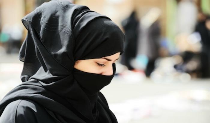 London, Hijaab, Woman wearing hijaab, hijaab drag off, Baker street station, World News