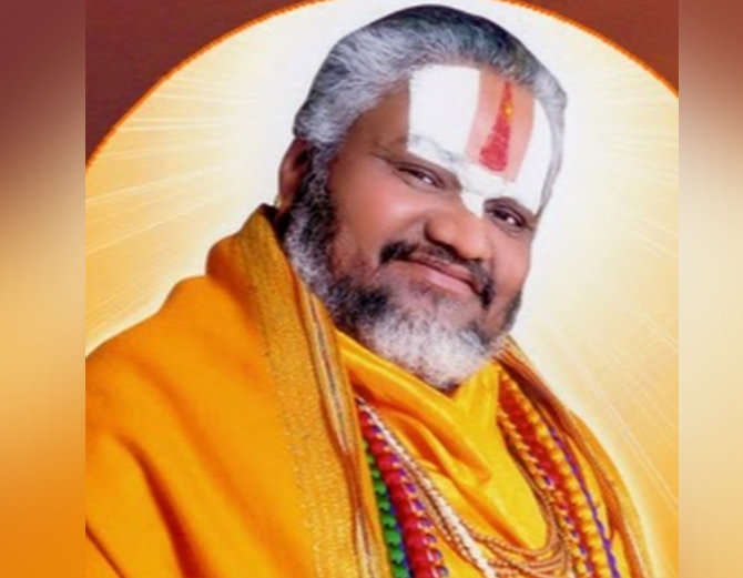 Now rape allegation on Falahari Baba by 21-year-old young girl – Aaj