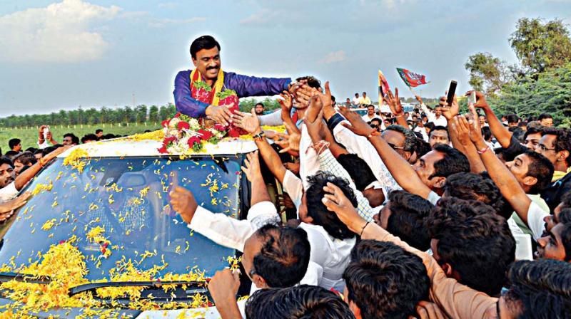 Gali Janardhan Reddy, Richest politician, Politician from Karnataka, Non banking finance company, Reserve Bank of India, Bhartiya Janata Party, Saffron Party, Offbeat news