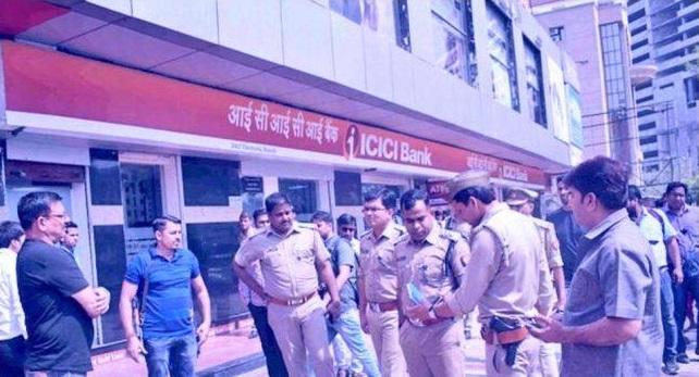 Bike borne robbers, Real estate company, Accountant, Ghaziabad, Uttar Pradesh, Regional news, Crime news
