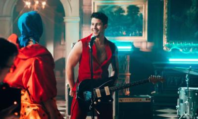Nick Jonas, Priyanka Chopra, Sucker, Fan throw bra at Nick Jonas, Atlanta concert, Bollywood news, Entertainment news