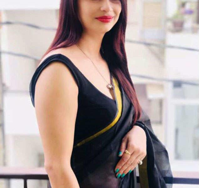 Reena Dwiwedi, Reena Dwivedi, Woman polling officer, Yellow Saree, Internet sensation, Lok Sabha polls, Lok Sabha elections, Lucknow, Uttar Pradesh, Regional news