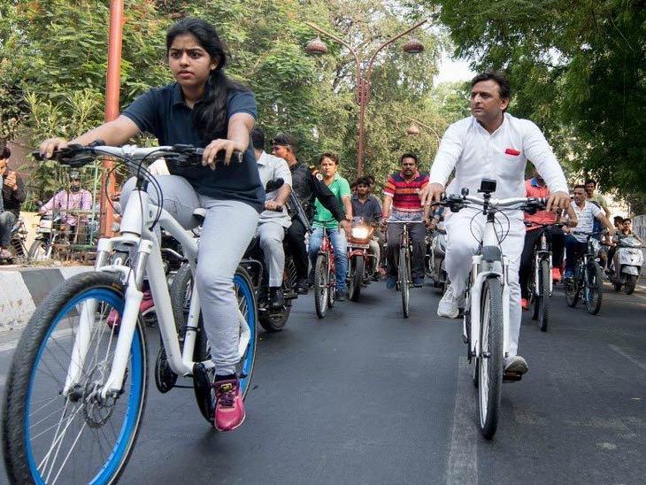 Image result for अखिलेश यादवकी साइकिल चलाते हुए तस्वीर आई सामने